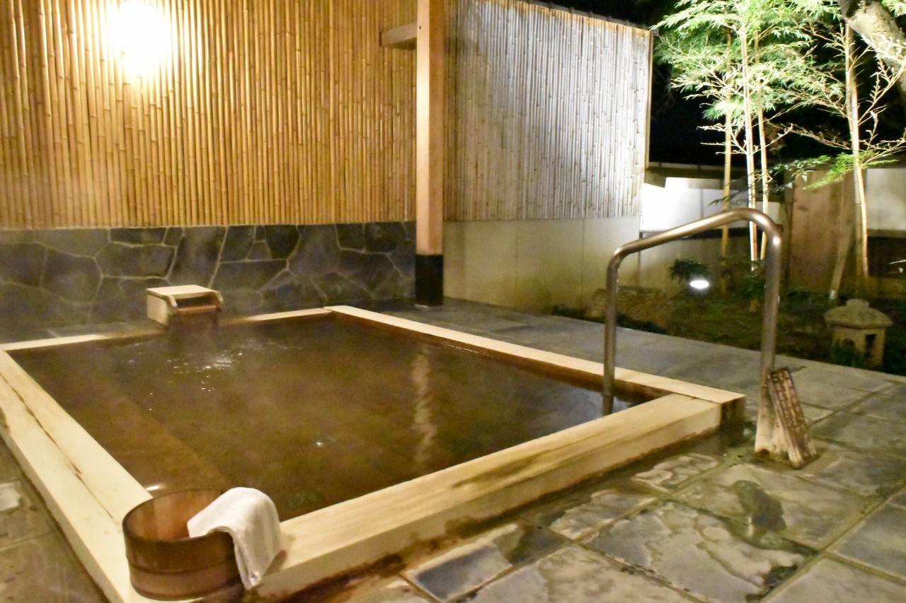 季節の移ろいや小鳥のさえずりが楽しめる大浴場