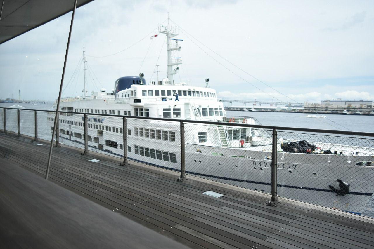 横浜の絶景が一望できる「カフェ&ダイニング ブルーターミナル」