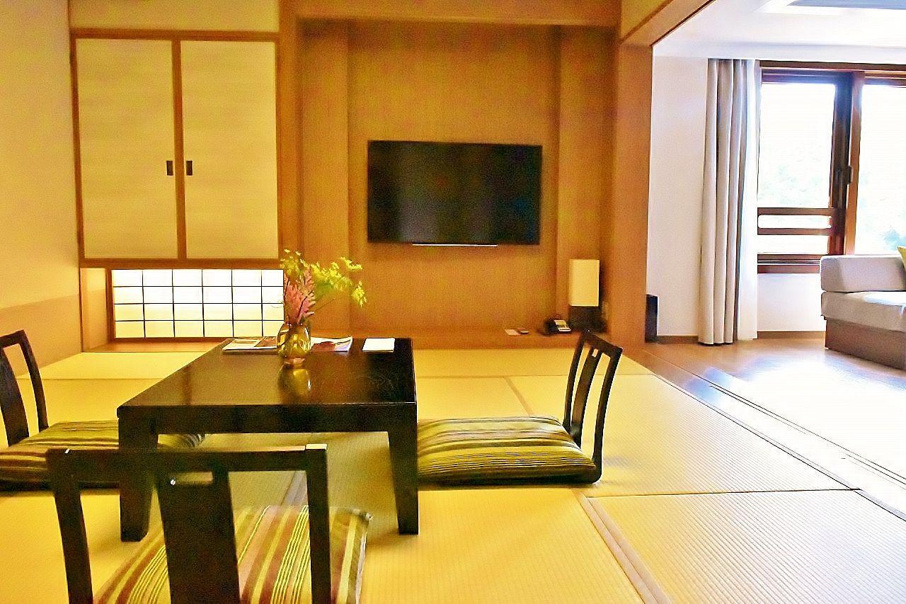 軽井沢らしさを表現したメインウイングの客室