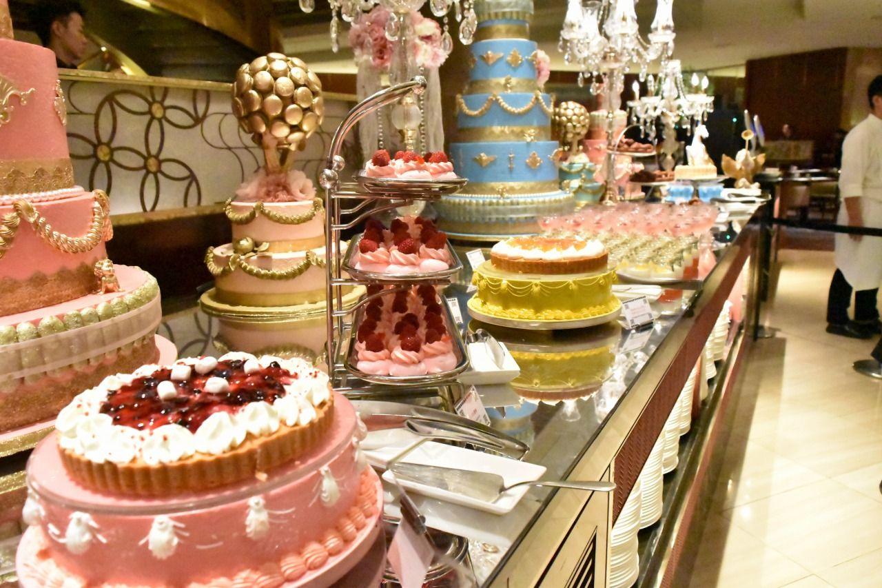 可愛らしいパステルカラーのデザートが並ぶピンクエリア