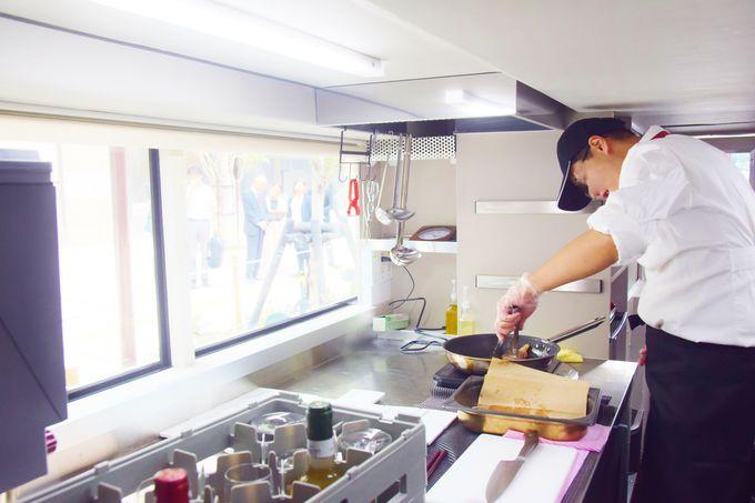 車内にキッチンを完備!出来立てのお料理を提供