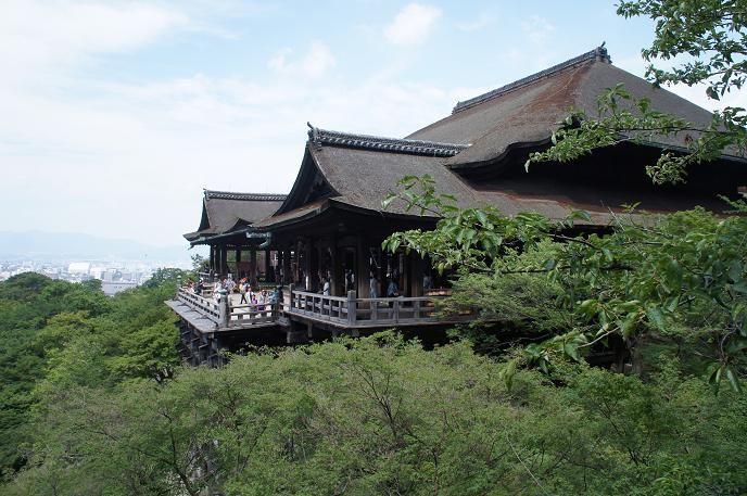 素敵なお店がたくさん並んでいるから、清水寺こそ駅から歩いて訪れたい!