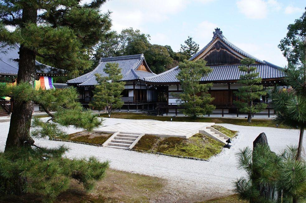 大覚寺は大沢池や多数の建造物など見どころもたっぷり!