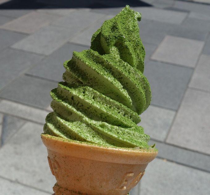 抹茶ソフトに抹茶パウダー!宇治茶専門店でいただける抹茶ソフトクリーム