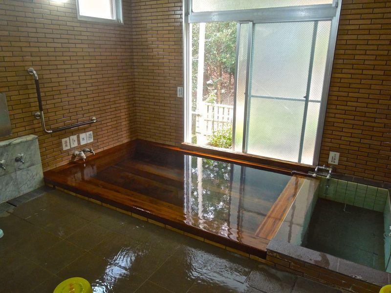 温泉もある廃校を利用した宿で童心に返ろう!西伊豆「やまびこ荘」