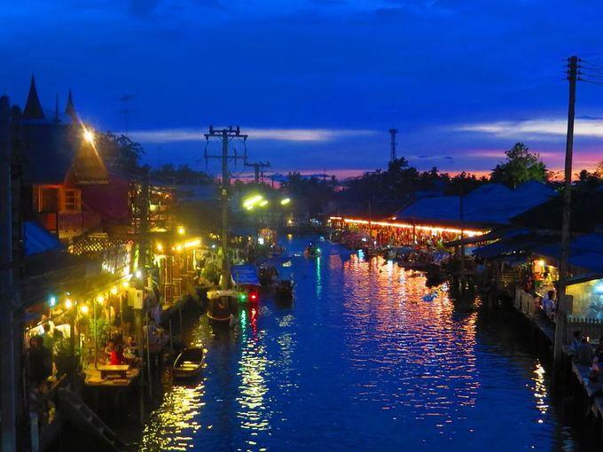 夕暮れのアンパワー水上マーケットは撮影スポット