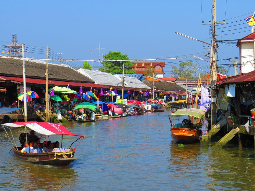 タラードナーム・アンパワー(Amphawa Floating Market)とは