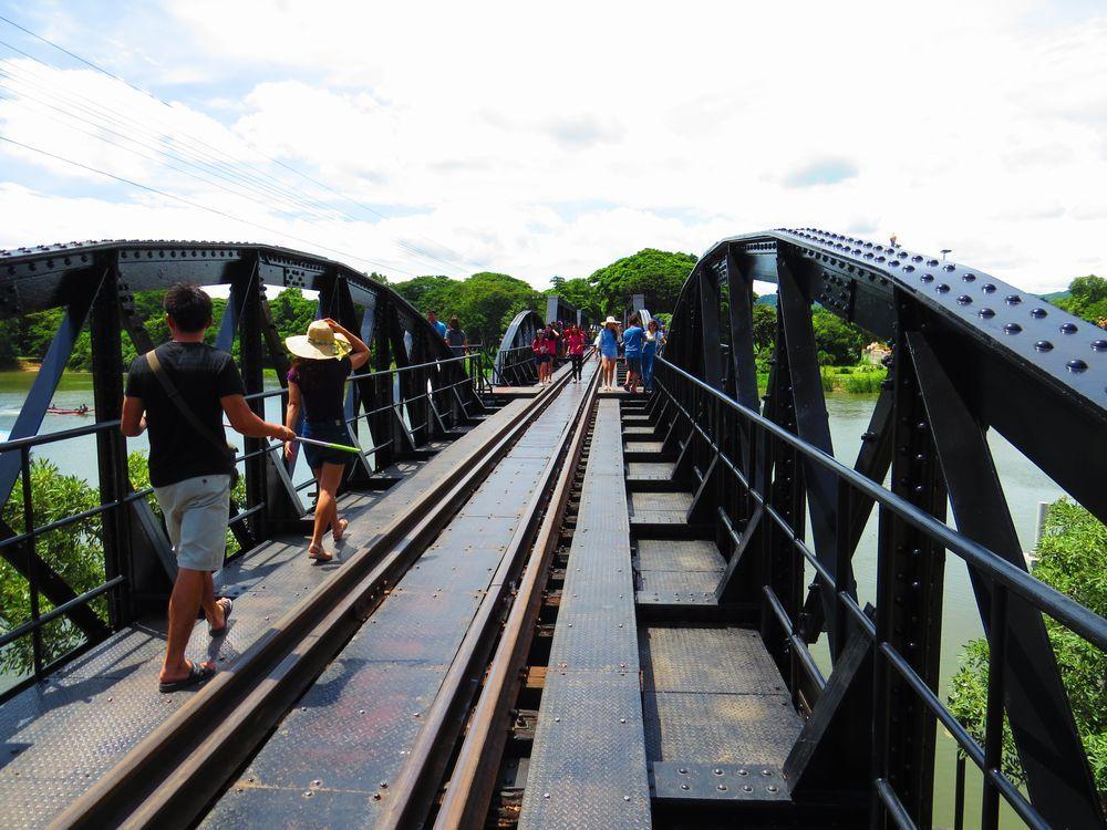 泰緬鉄道で象徴的なクウェー川鉄橋