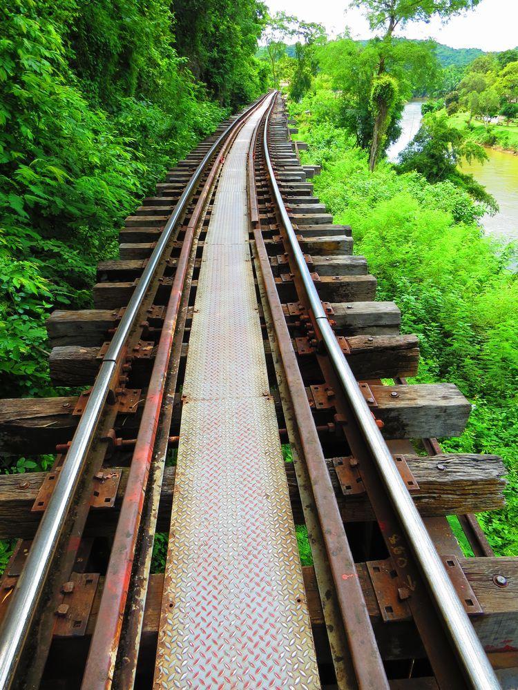 歴史の重みがある泰緬鉄道のアルヒル桟道橋