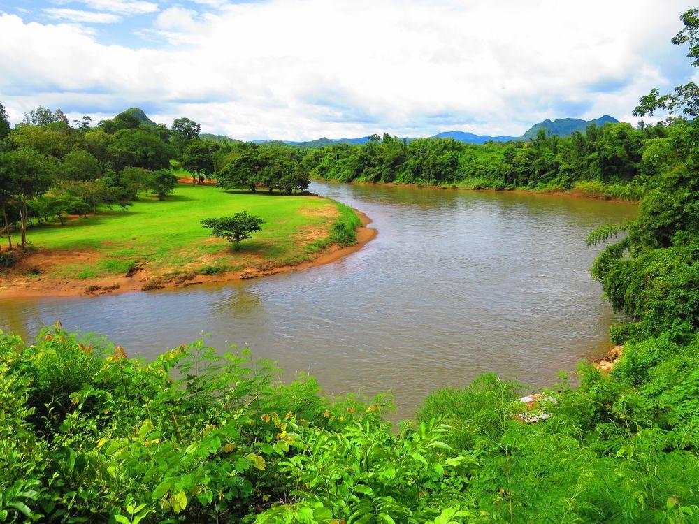 流れる絶景のクウェー川