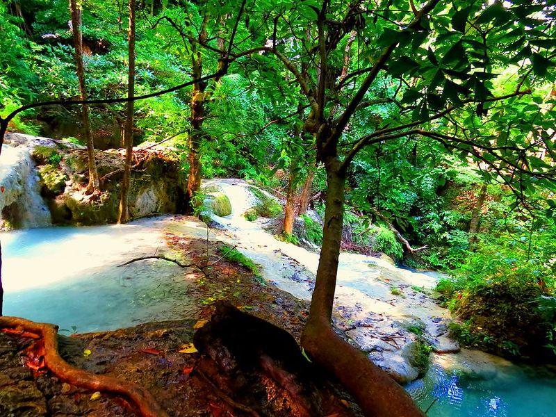 タイで一番美しい「エラワン滝」7つの滝巡りと大きなドクターフィッシュ
