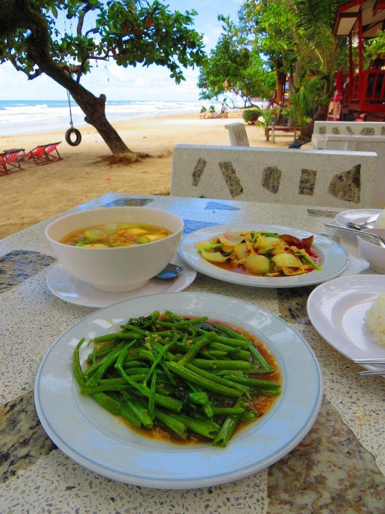 浜辺のレストランと周辺
