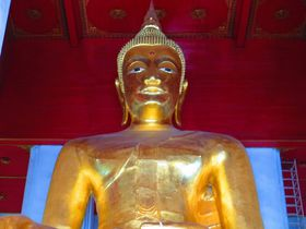 巨大仏像必見!アユタヤのヴィハーン・プラ・モンコン・ボピット