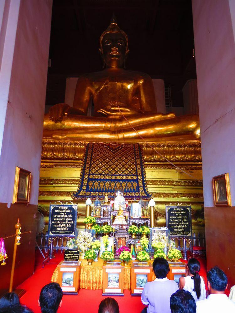 高さは約17メートルの巨大仏像