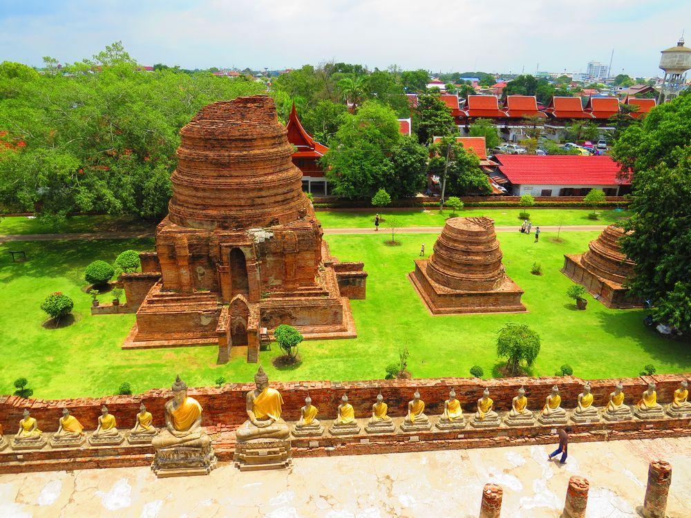 四方を眺められる仏塔の上