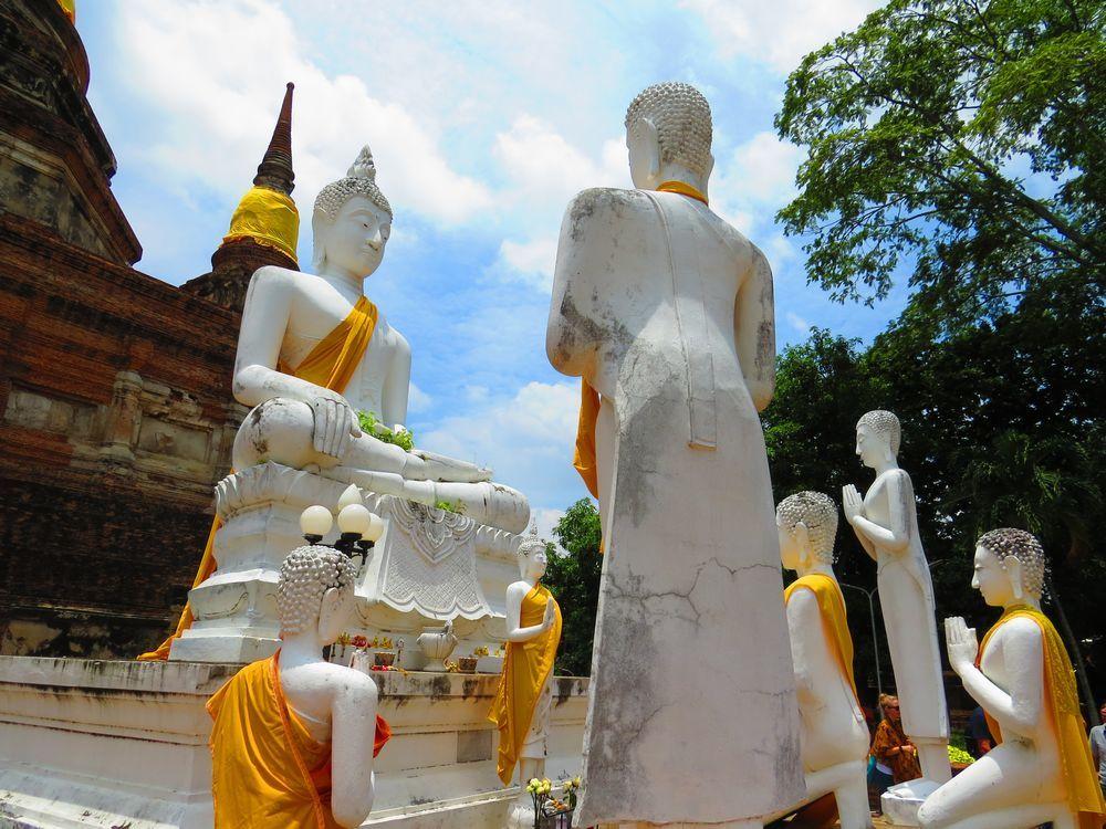 「ワット・ヤイ・チャイ・モンコン」高い仏塔と真っ白な涅槃仏のアユタヤ人気観光地