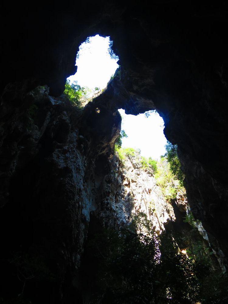 洞窟の中へ
