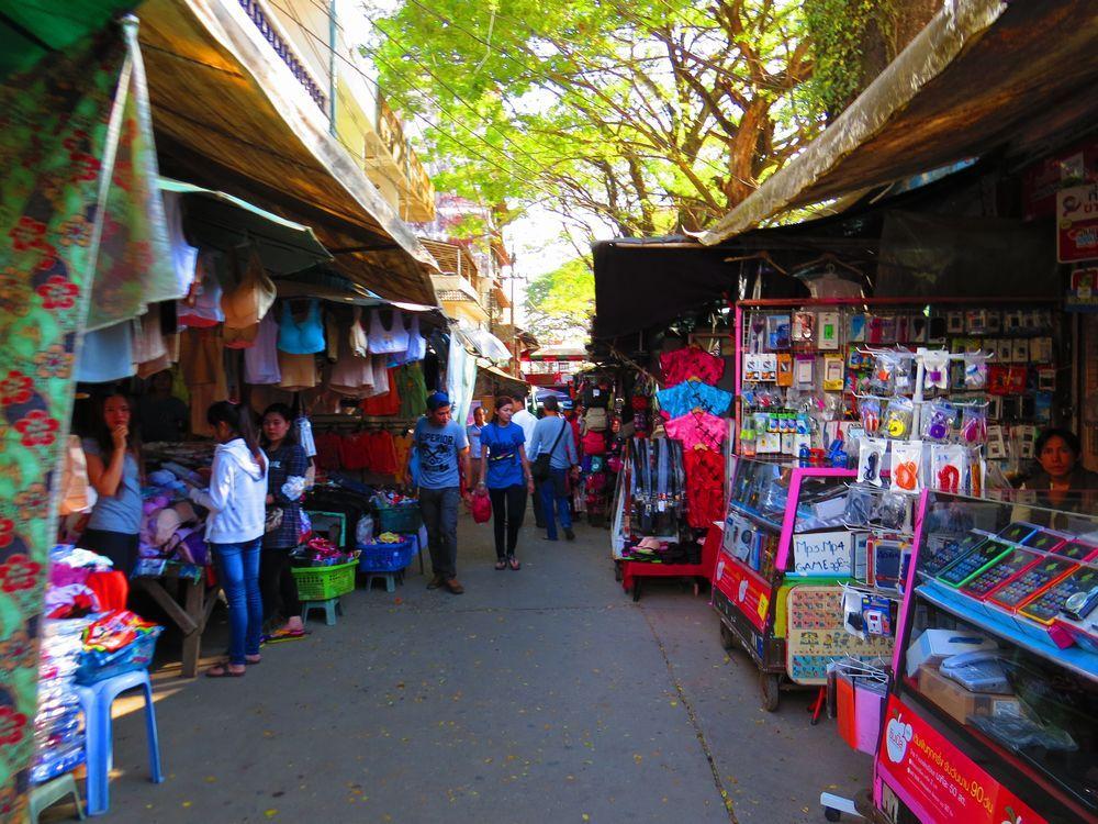 国境近くのマーケット(Tar Lot Market)はとても安い