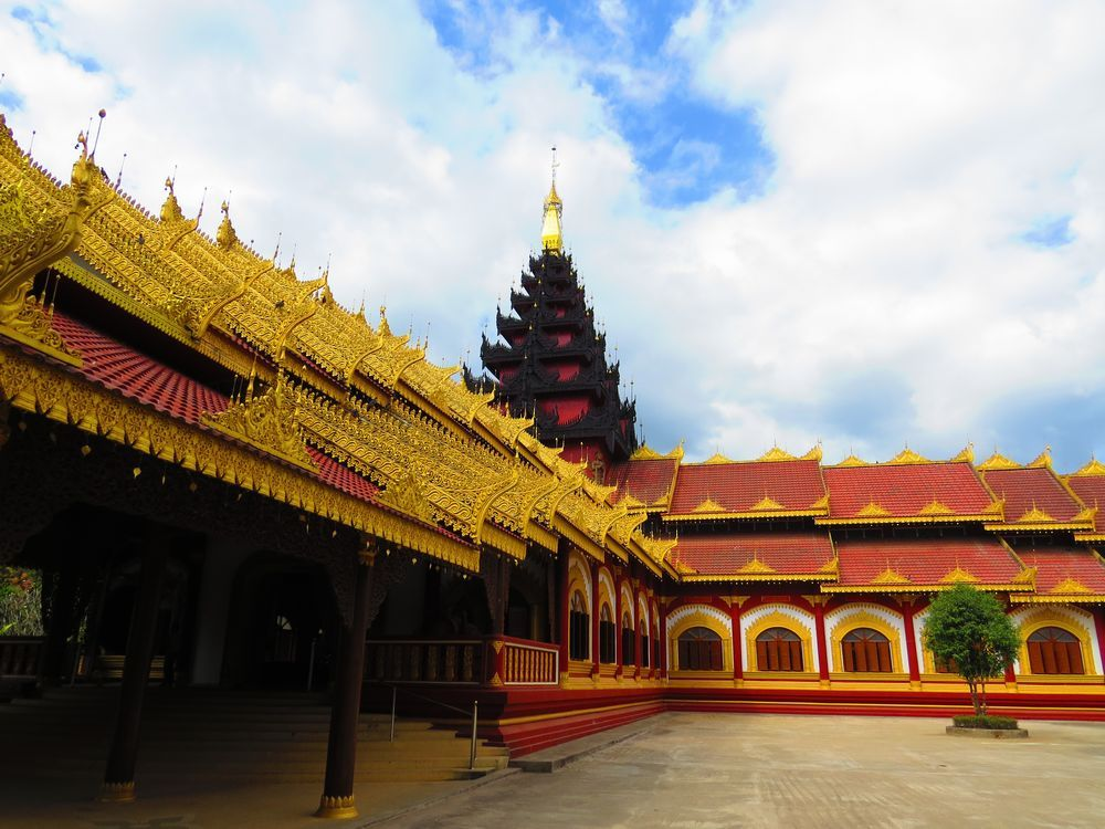 ミャンマー寺院はタイと異なっている