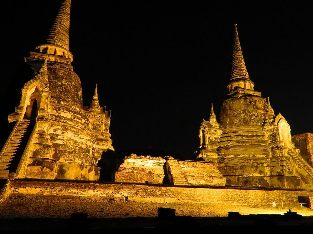 光の中のワット・プラ・シーサンペット (Wat Pra Srisanpet)