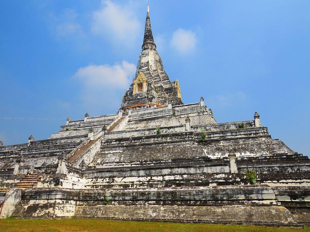 ワット・プーカオ・トーン(Wat Phu Khao Thong)とは