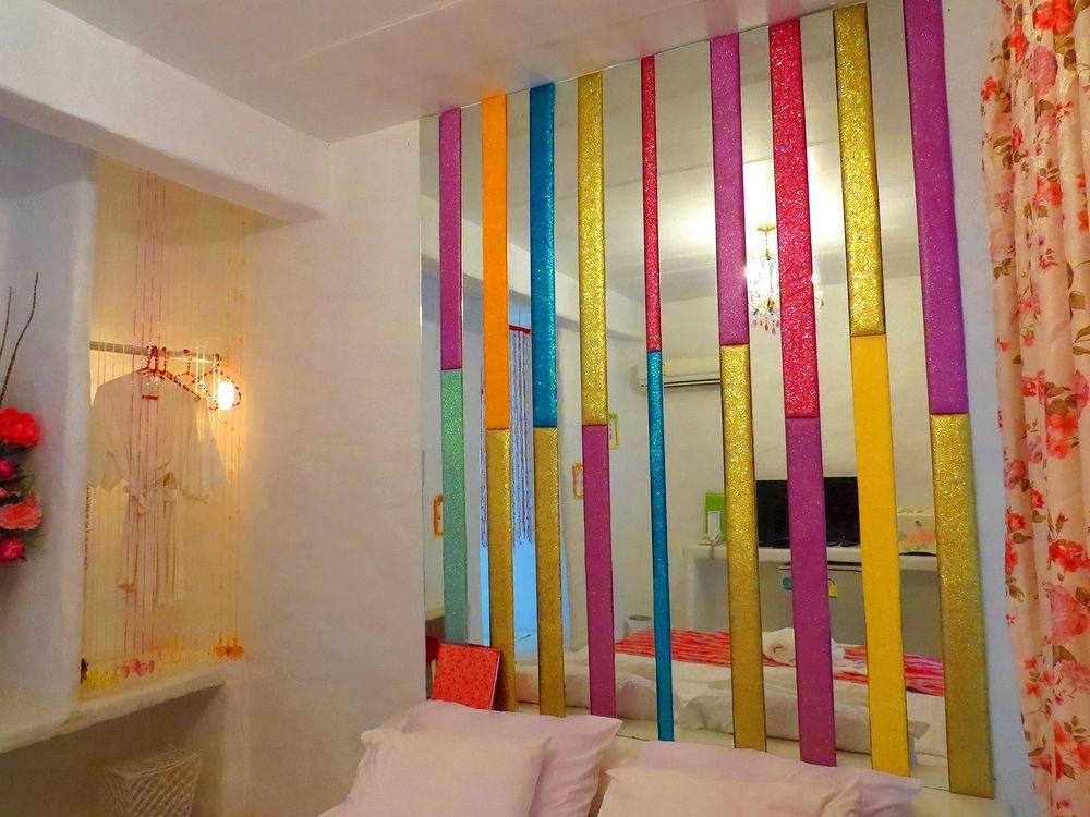 様々な色の部屋