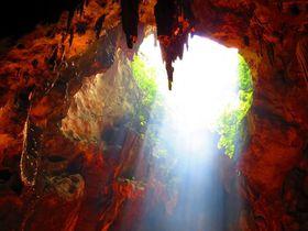 タイのカオ・ルアン洞窟は天光が仏像を照らすペッチャブリNo1観光地