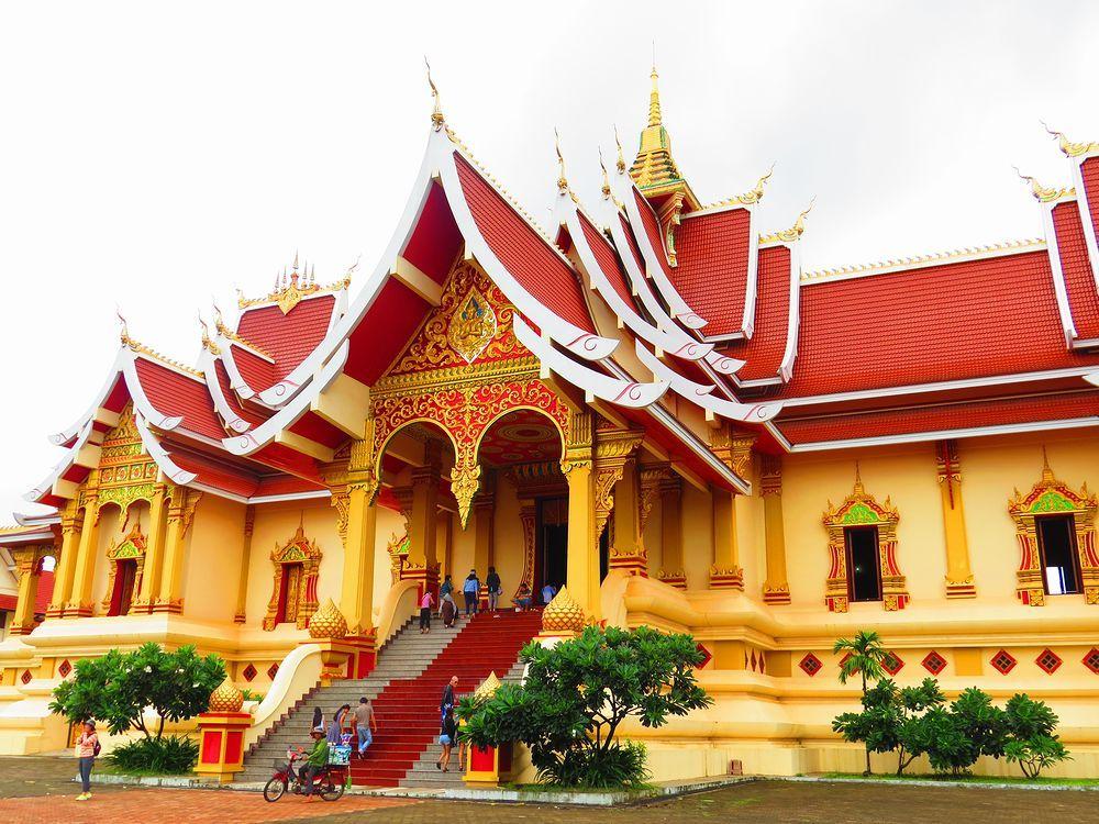 隣接する宮殿・ワット タートルアン ヌア(Wat That Luang Neua)