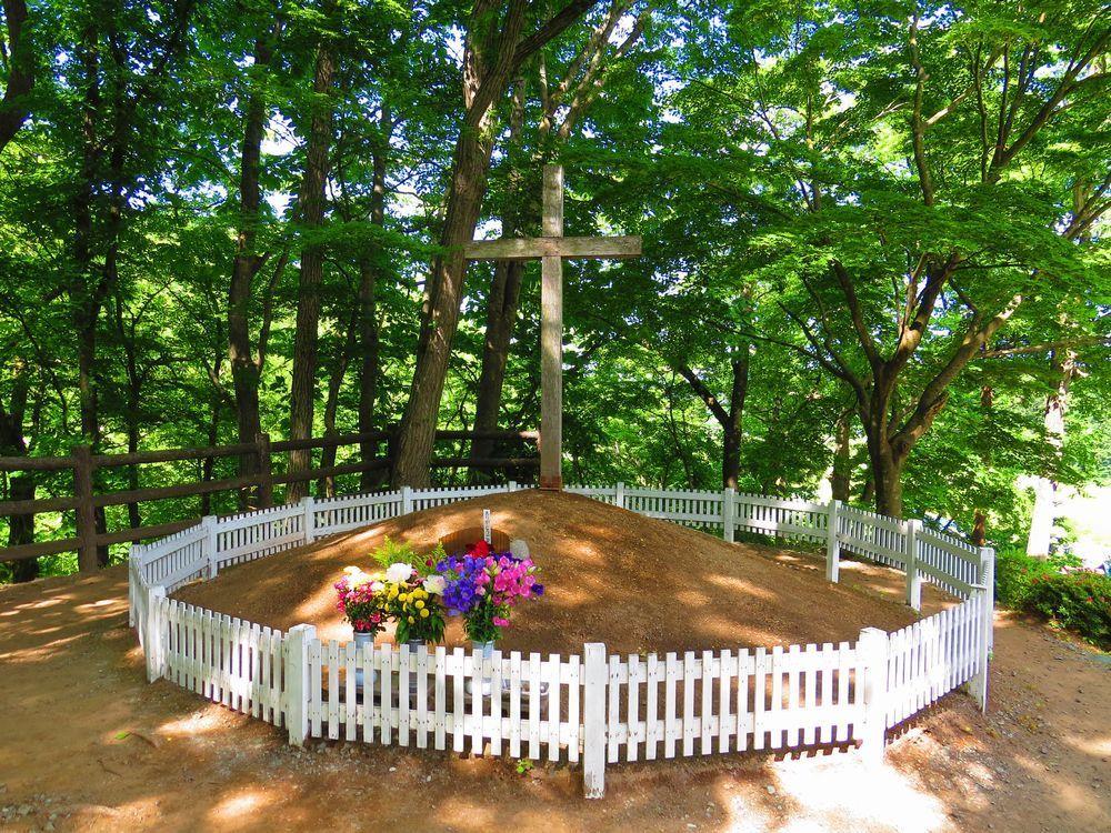 「キリストの墓」にある二つの墓