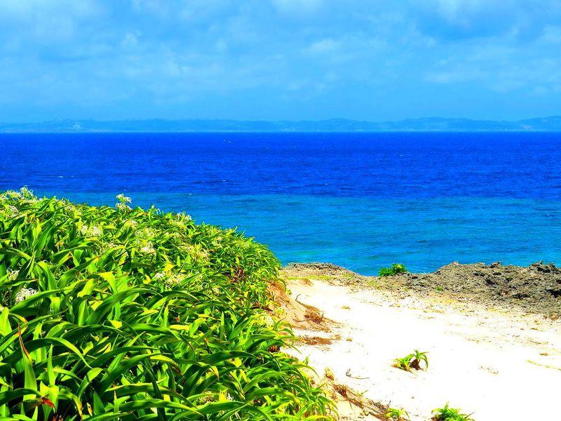 沖縄創世伝説の久高島観光で、神が降りたカベール岬は必見