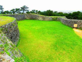 琉球最古の門も!沖縄「座喜味城」で必見の城壁の曲線