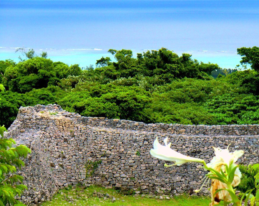 琉球以前の遺構も!世界遺産・今帰仁城で海と城壁の絶景観光