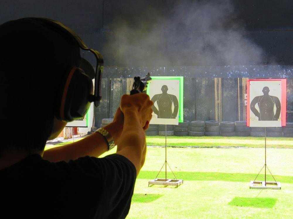 実弾を撃つ!パタヤとフアヒン観光で銃と機関銃を体験