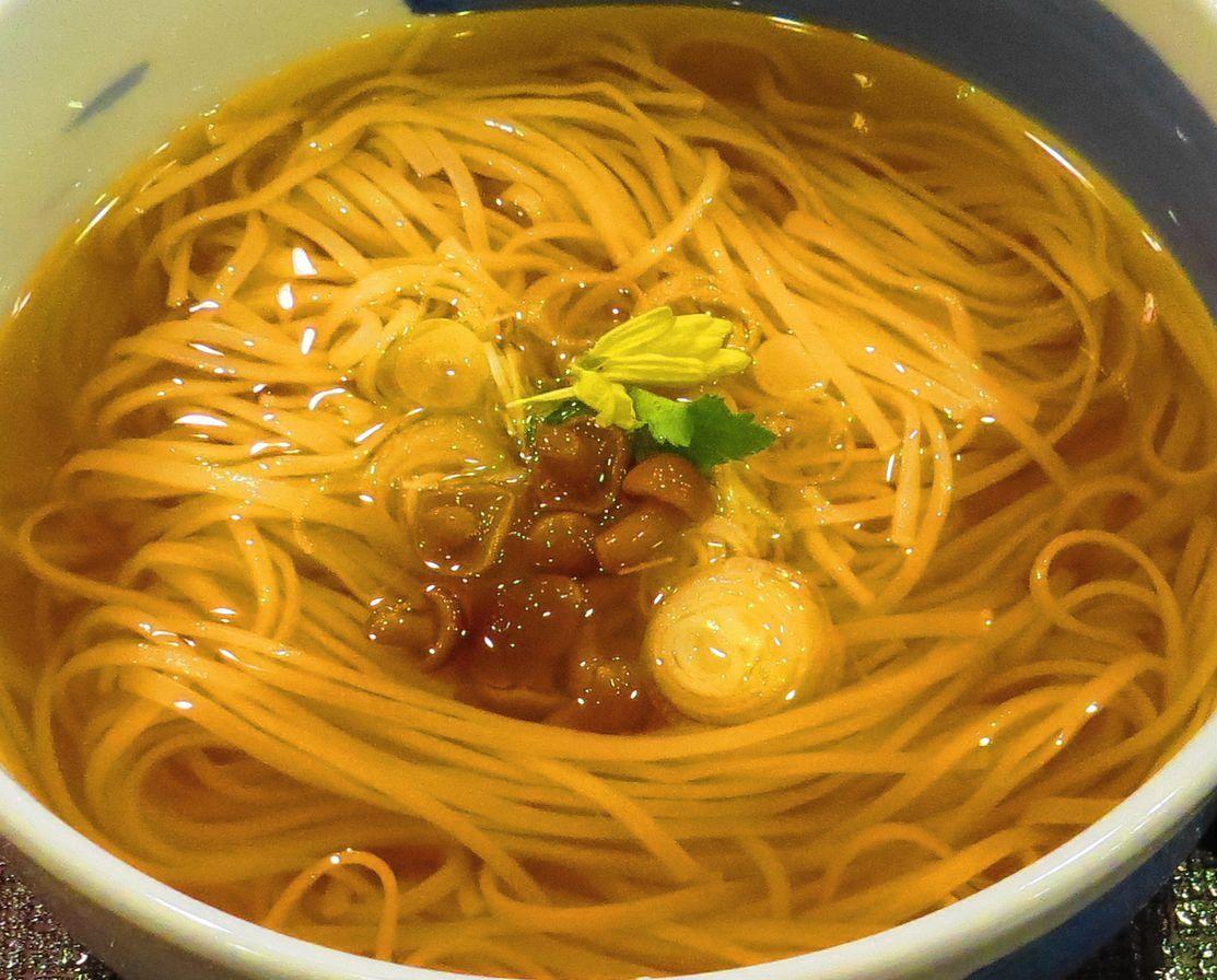 柔らかな印象を与える稲庭うどん(温麺)