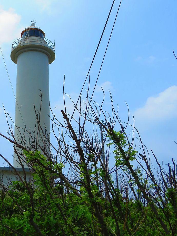 白い池間島灯台