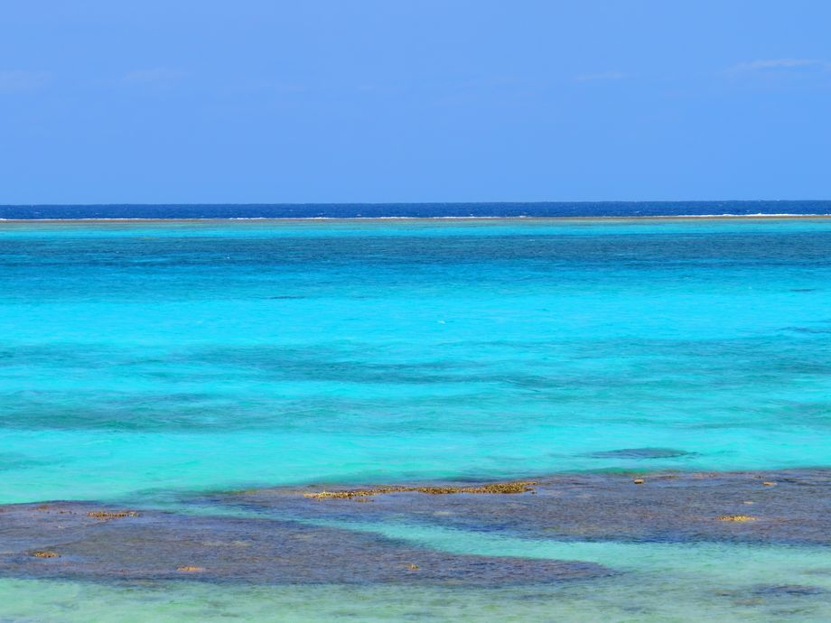 隆起サンゴ礁で出来た沖縄・伊良部島!その美しき海と見所