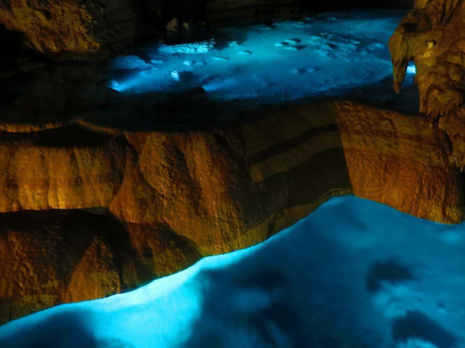 東洋一の美しさ「玉泉洞」