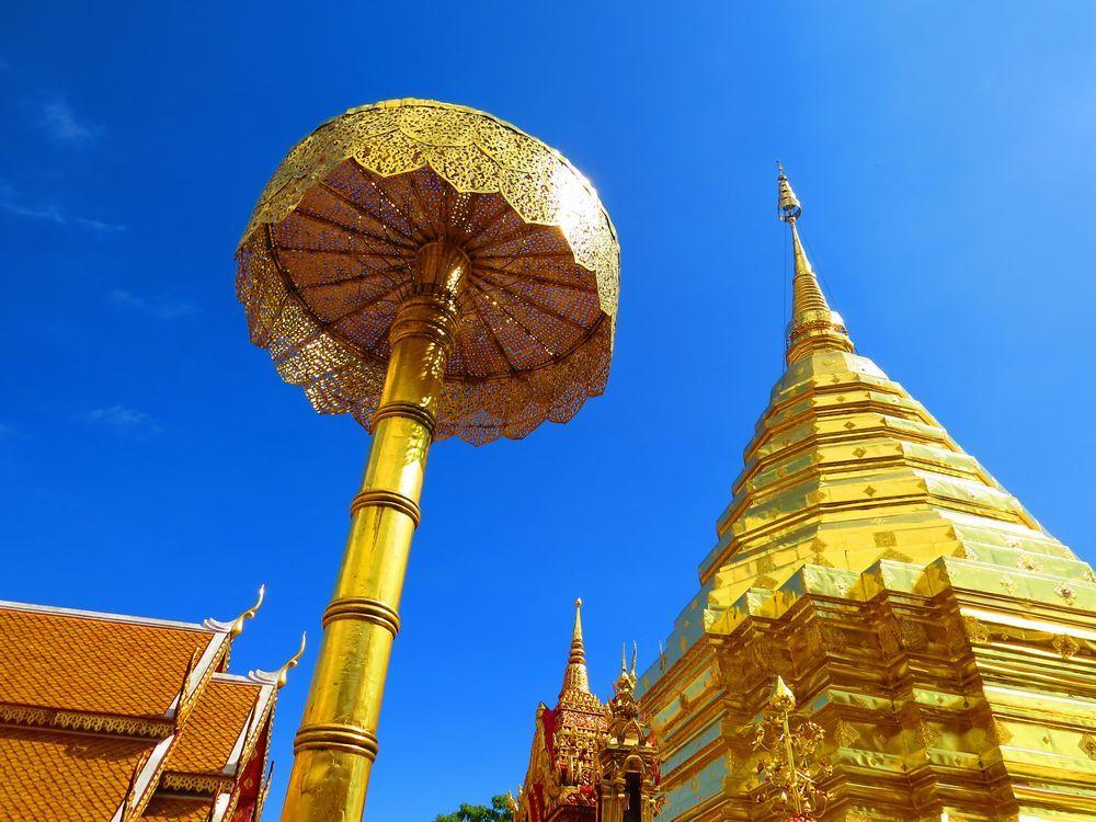 高さ22メートル!黄金の仏塔