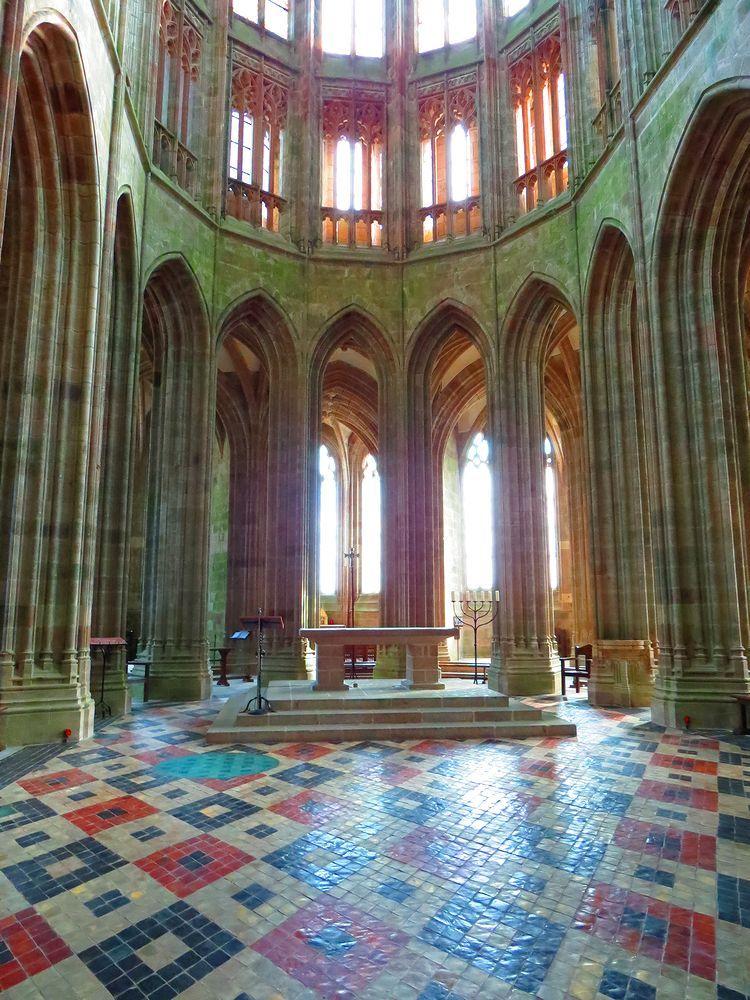 荘厳な修道院と島の歴史