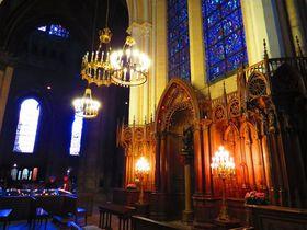 フランス世界遺産・シャルトル大聖堂でブルーのステンドグラス