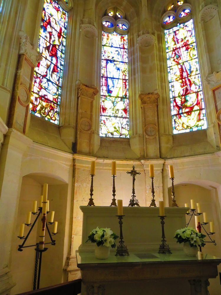 ステンドグラスが美しい礼拝室
