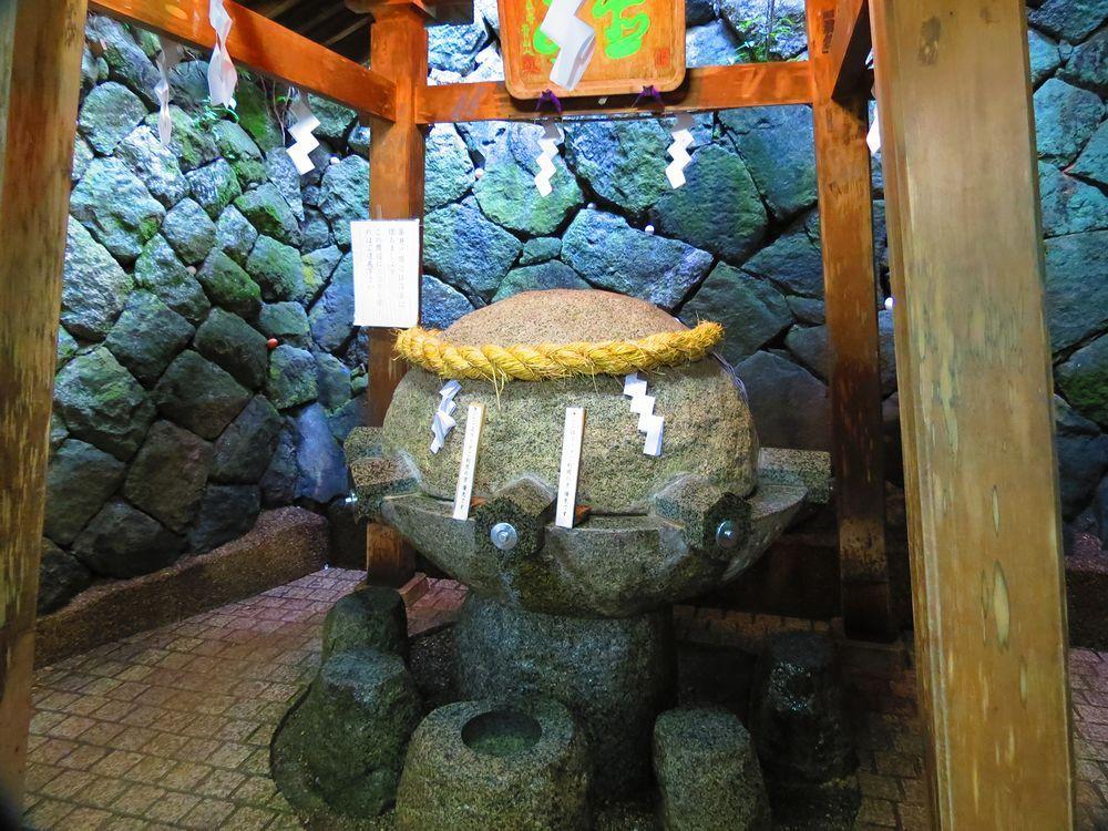 三輪山「登拝」と薬井戸