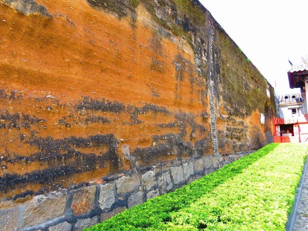 旧城壁側から下ってみよう
