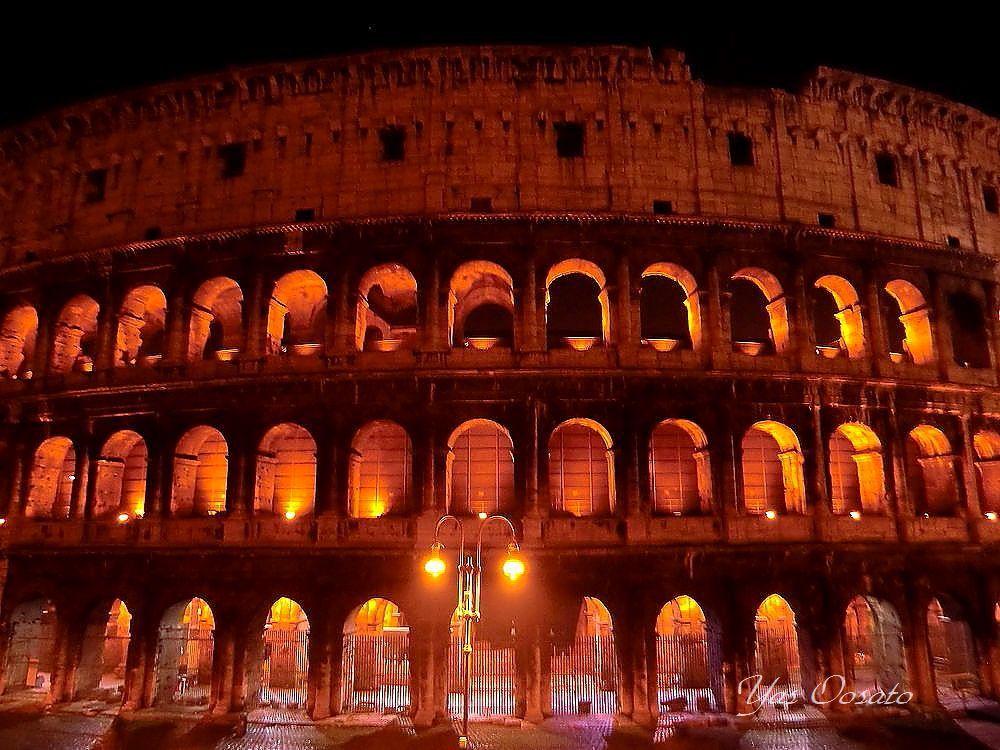 ローマ観光で必見の世界遺産コロッセオ内部とライトアップ