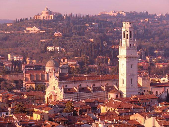 町を見下ろす「ランベルティの塔」