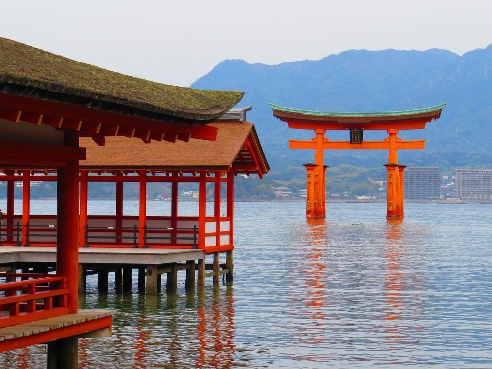 世界遺産・厳島神社 干潮時のみの神秘・鏡の池!美しい回廊も必見