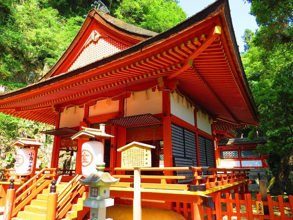 奥社「巌魂神社」