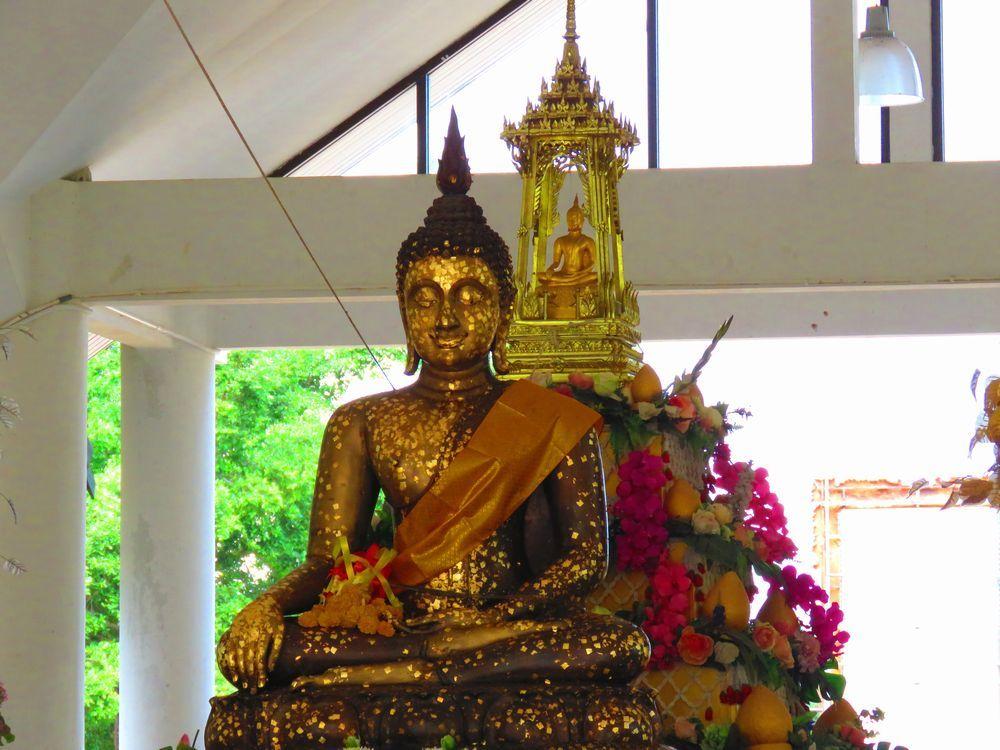 仏像の金箔