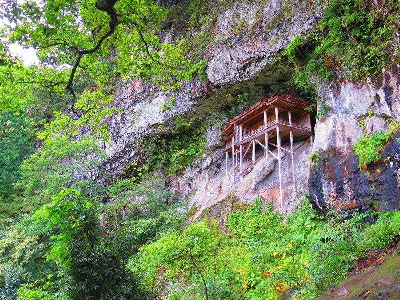 鳥取の三佛寺「投入堂」は日本で最も危険な場所の国宝