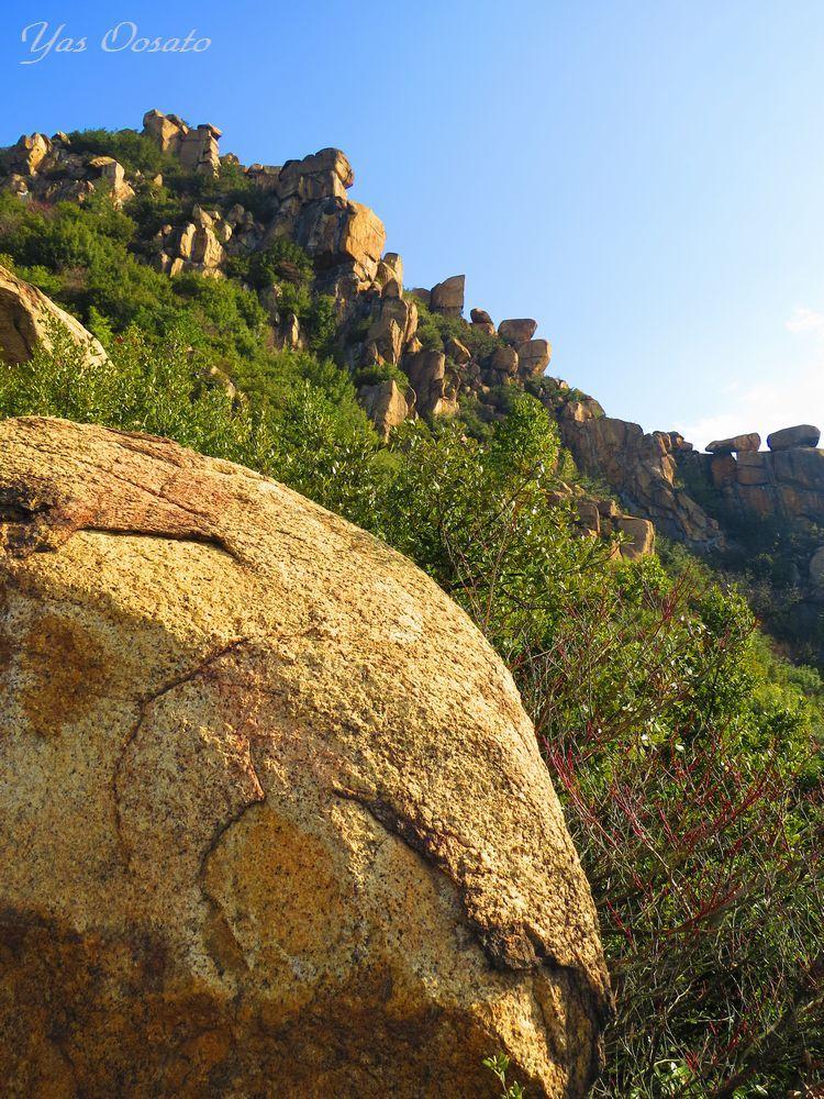 修験者の修行道で見る岩肌の壁画(仏画)は穴場